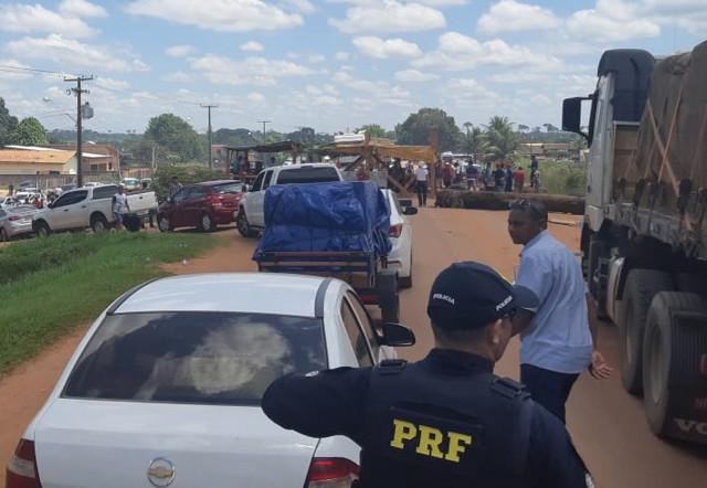 Rondônia: BR-364 segue fechada há mais de 48 horas