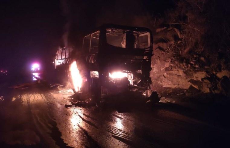 SC: ônibus de turismo pega fogo na SC-355