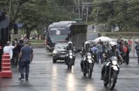SP: Ônibus do Corinthians chega ao Morumbi sem pedradas ou pétalas