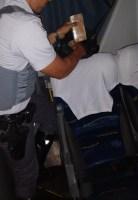 Passageiro esconde maconha em poltrona de ônibus e acaba preso na Rodovia Raposo Tavares