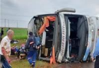 Acidente com ônibus no Paraguai deixa dois mortos