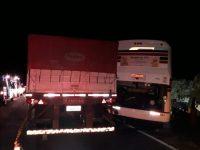 Acidente entre caminhão e ônibus da Embaixador deixa dois mortos na BR-116