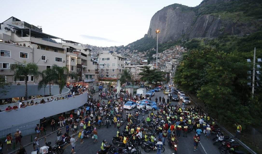 Lagoa-Barra é  interditada por duas horas no Rio devido manifestação