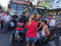PE: Cadeirantes protestam por melhorias em ônibus no interior