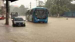 Após forte chuva,  ônibus voltam circular na Grande Vitória