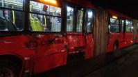 Curitiba: colisão entre trem e ônibus  biarticulado deixa um ferido nesta noite de domingo