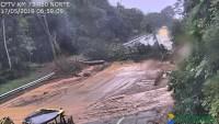 SP: Rodovia dos Tamoios SP-99 segue interditada na serra