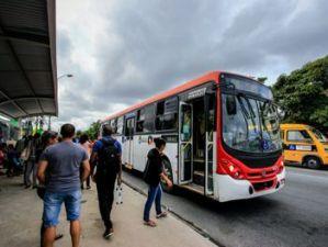 Acordo suspende paralisação de ônibus aos domingos em Maceió