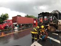 Acidente entre ônibus e carreta deixa três feridos na BR-316 em Alagoas
