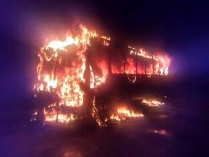 Ônibus pega fogo em Brusque neste sábado