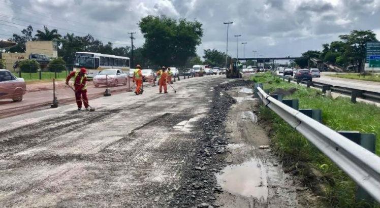 BR-101 tem interdições no Recife causando transtorno no trânsito