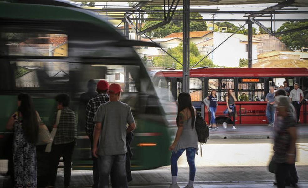 Prefeitura de Curitiba estuda reduzir tarifa de ônibus