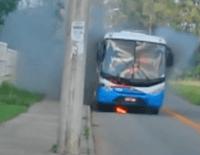 Mais um ônibus pega fogo no Espírito Santo