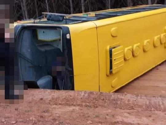 PR: Acidente com ônibus escolar deixa um morto e quatro feridos no interior