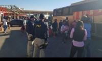 Passageiros passam a noite em posto de combustível após ônibus pirata quebrar