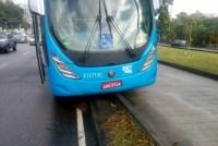 Ônibus do BRT Rio se envolve em acidente na Barra da Tijuca