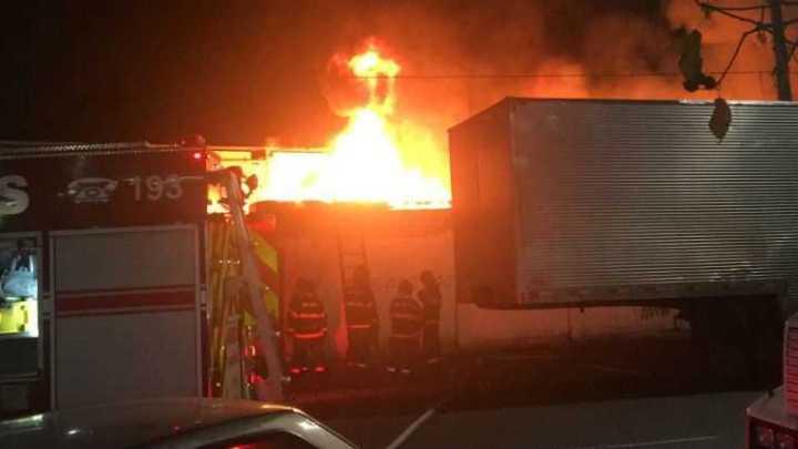 SP: Garagem de ônibus é atingida por incêndio em Santo André