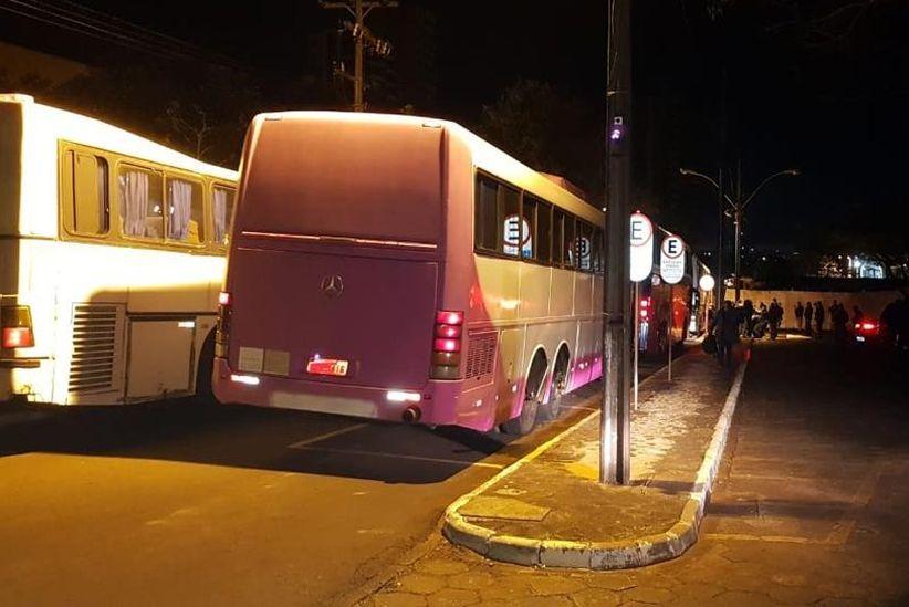 Operação da Receita Federal apreendeu 19 ônibus e uma van com produtos piratas no Paraná