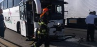 Acidente na Via Dutra envolvendo caminhões, ônibus e carro deixa três feridos