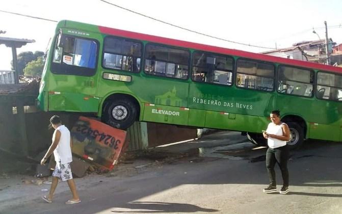 Após apagão, motorista bate em muro de casa na Região Metropolitana de BH