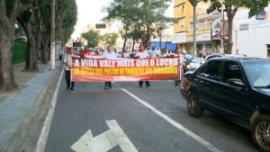 Rodoviários de Vitória protestam contra a retirada de cobradores nos novos ônibus do Transcol