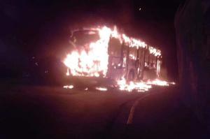 SP: ônibus é incendiado em Poá e circulação é paralisada