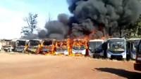 Incêndio atinge garagem de ônibus em Santa Cruz do Rio Pardo