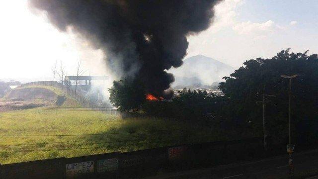 Rio: Garagem da Expresso Pégasos pega fogo na Zona Oeste