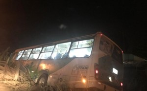 Ônibus tomba na noite desta sexta-feira no sul da Bahia