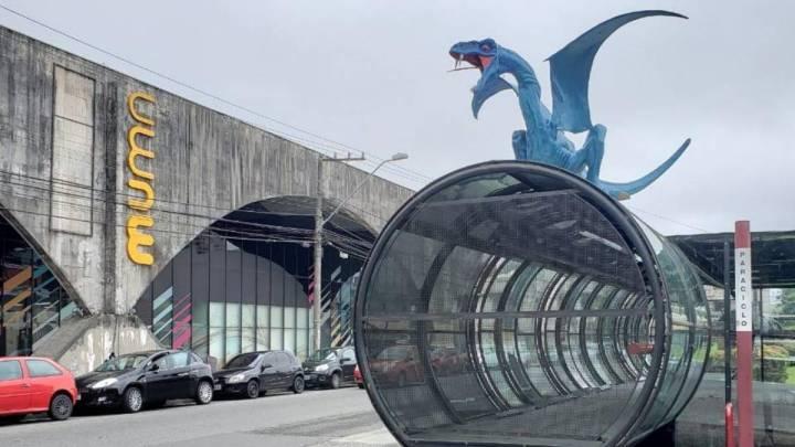 Dragões e Vikings invadem estações tubo de Curitiba