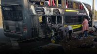Ônibus de turismo pega fogo em Governador Valadares