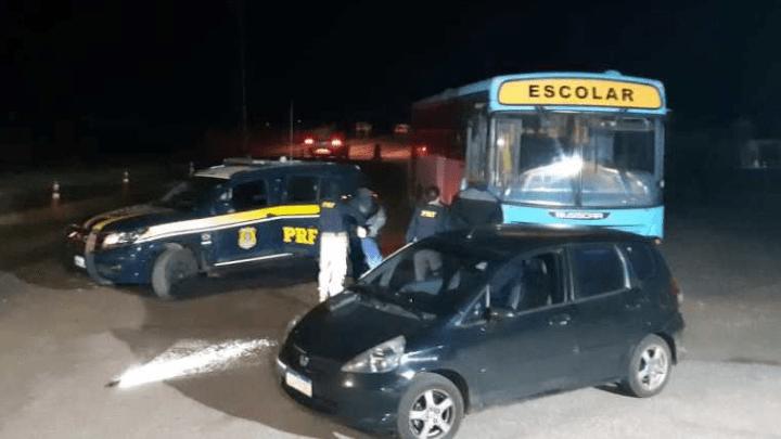 PRF apreende ônibus escolar com contrabando na BR-153