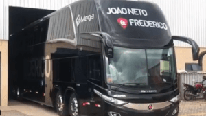 Dupla sertaneja João Neto e Frederico adquirem ônibus novo