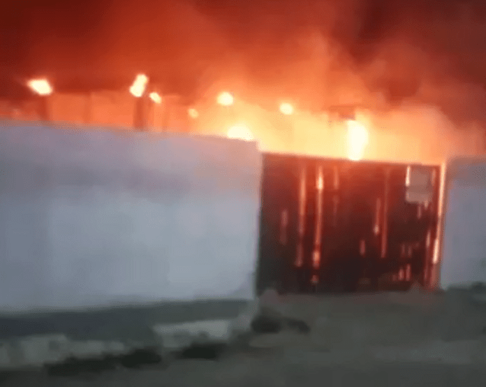 Incêndio em pátio de empresa destrói dois ônibus no litoral do Espírito Santo
