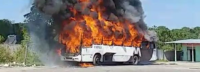 Ônibus pega fogo nesta manhã de quarta-feira em Manaus