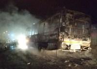 Bandidos incendiam ônibus na Zona Norte de Porto Alegre neste domingo