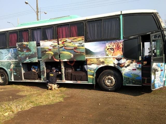 PRF apreende ônibus lotado de mercadorias ilegais na BR-436