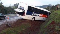 Acidente com ônibus da Unseul deixa 33 feridos na BR-386
