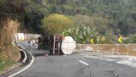 Serra das Araras é fechada após tombamento de carreta