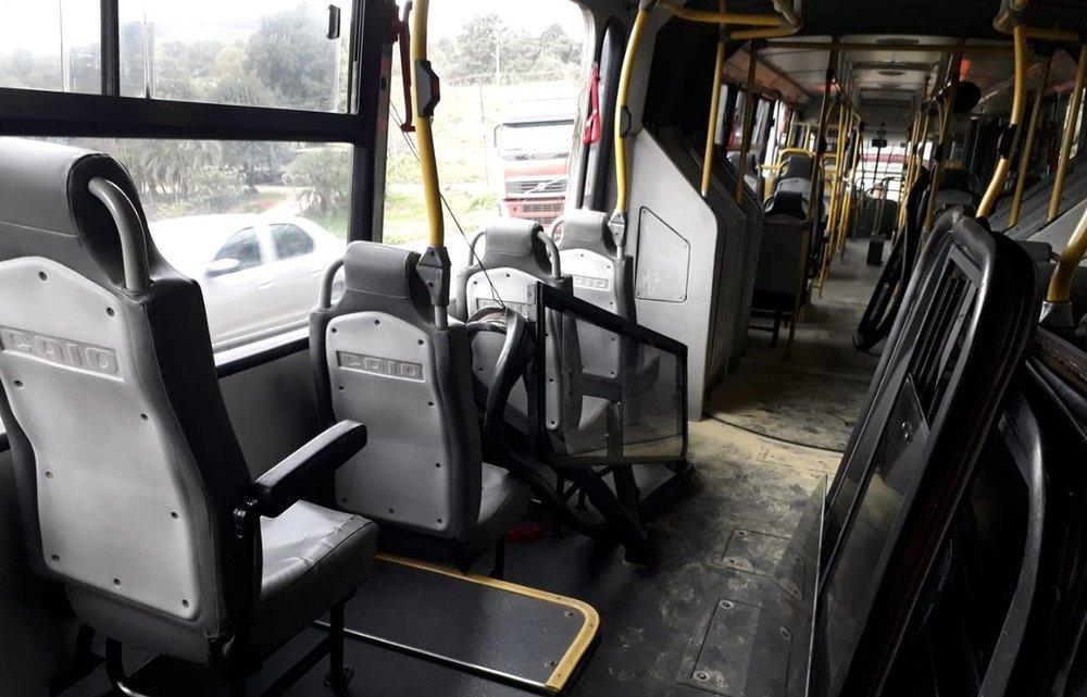 Ônibus articulado pega fogo na Região Metropolitana de Curitiba