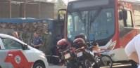 Motociclista atira em ônibus e deixa 3 feridos na Grande São Paulo neste sábado