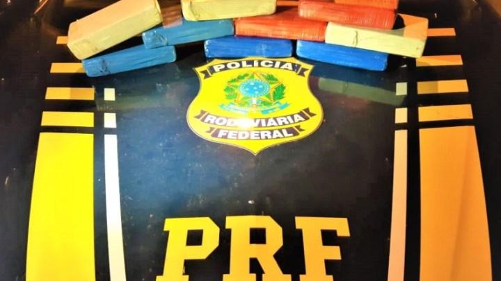 BA: PRF apreende 10kg de cocaína com passageiro de ônibus em Vitória da Conquista