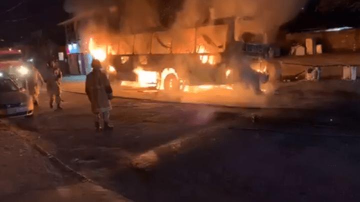 RJ: Ônibus e dois carros são incendiados em Teresópolis