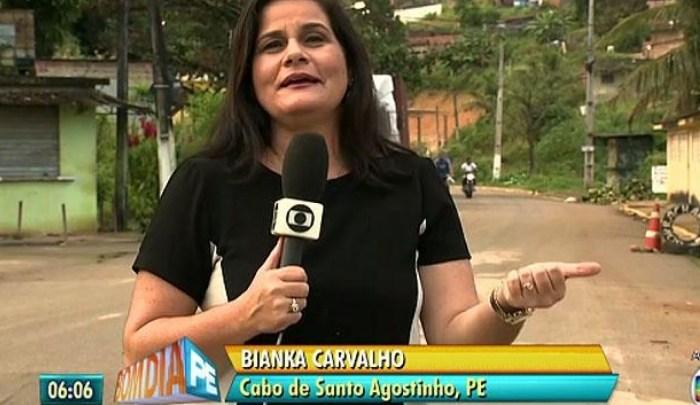 Repórter da Rede Globo desce de ônibus ao vivo após ter vale transporte bloqueado