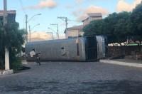 Ônibus de turismo tomba na Chapada Diamantina