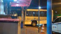 RJ: Bandidos obrigam motorista de ônibus a levar corpos de suspeitos ao hospital