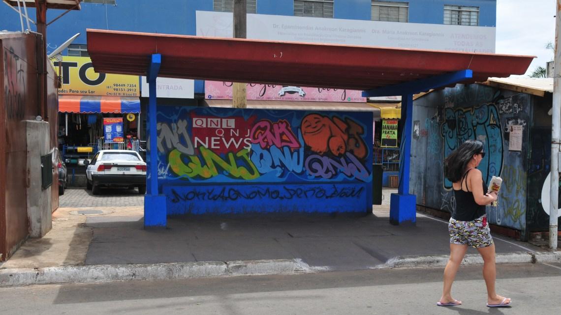 DF: Arte do grafite invade paradas de ônibus em Taguatinga