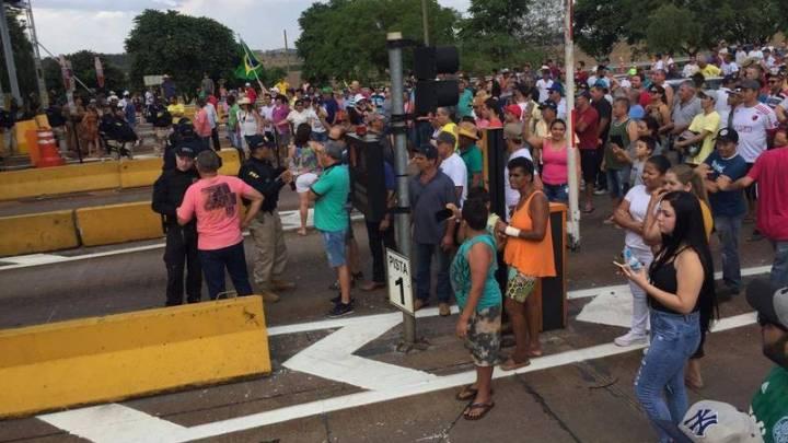 PR: Moradores realizam manifestação no Pedágio de Jataizinho