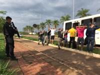 Rio Branco: Para evitar arrastões policiais realizam abordagens em ônibus