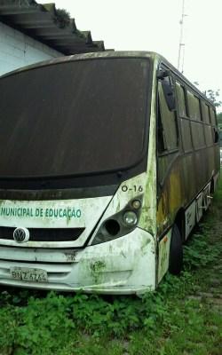 Ônibus escolares estão abandonados na Baixada Santista